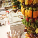 palma owocowa na słodkim stole