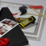 Pendrive z cyfrowymi zdjęciami